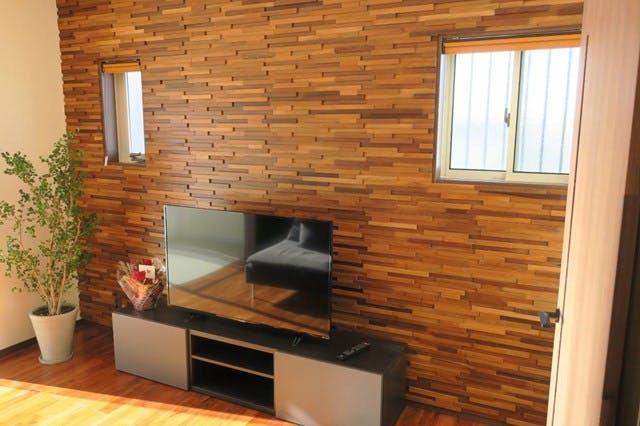 ウッドパネル アクセントウォール デザインウォール テレビボード背面壁施工事例 エコハウジング様