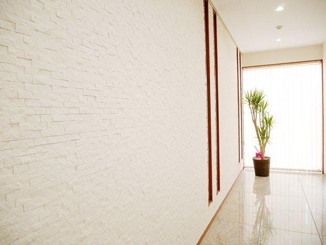 ストーンパネル「ピュアホワイト」施工例  ストーンパネル アクセントウォール デザインウォール